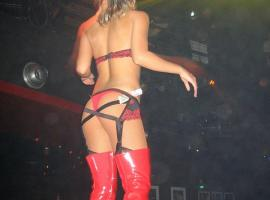 Enjoy view on sexy curves while going wild in club!