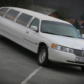 white Lincoln limousine in Zagreb